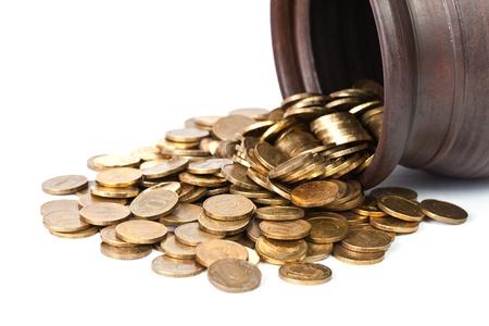 Gold coin: Đồng tiền vàng rơi ra từ nồi đóng lên trên nền trắng
