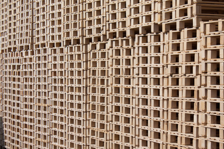 Pallets from wood storage in manufuracturing company. Standard-Bild