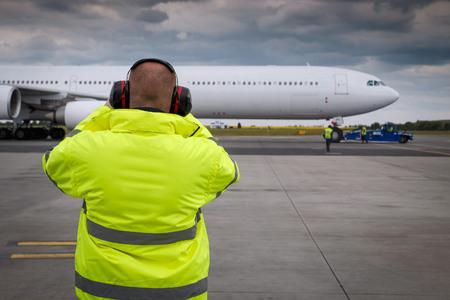 航空機のプッシュ バック中にランプ スーパーバイザー モニター状況