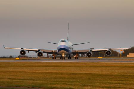 boeing 747: PRAGA - 11 SETTEMBRE: China Airlines Cargo Boeing B747 aereo decollare da PRG il 11 settembre 2016 a Praga, Repubblica Ceca. E 'la compagnia di bandiera della Repubblica di Cina - comunemente noto come Taiwan Editoriali