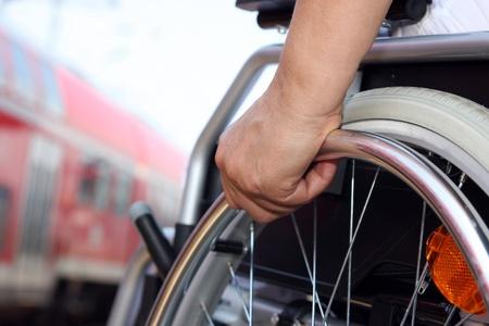 persona en silla de ruedas: Estaci�n