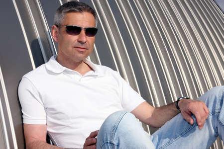 relaxes: hombre se relaja Foto de archivo