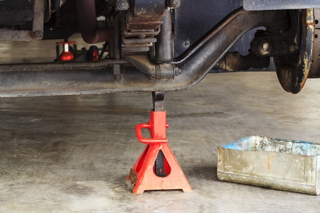 Remove the wheel drive waiting to be repaired  photo