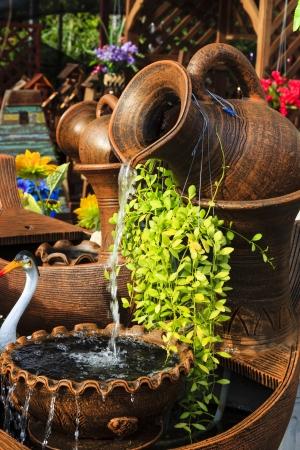 ollas barro: Pot fuente del jard�n Foto de archivo