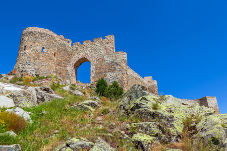 Kov castle is located in the village of G?m??hane - Turkey. In 1361, it is rumored that by III. Alexios, the castle is built at 130 meters. The altitude is 1760 meters. It's an ancient city around. Stock fotó