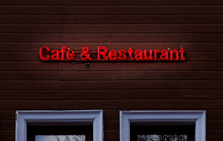 Cafe & Restaurant Neon sing on wood Banque d'images