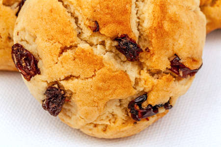 Plenty of raisin cookies on a white background, detailed view Banque d'images