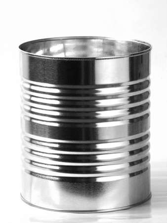 Metall Zinn Kann isoliert auf weißem Hintergrund