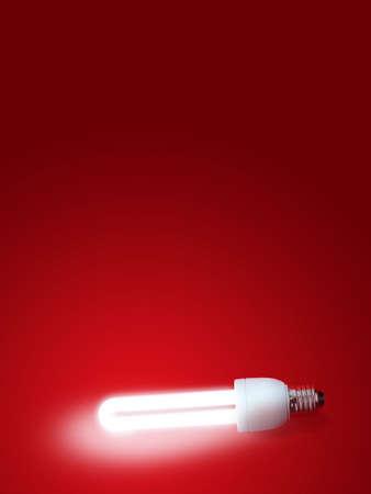 Leuchtstofflampe mit rotem Hintergrund.