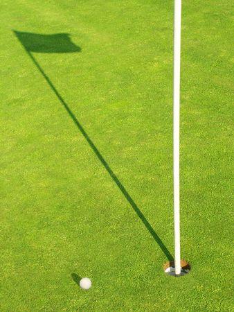 Ball in der Nähe des Ziels für die Golf-Field