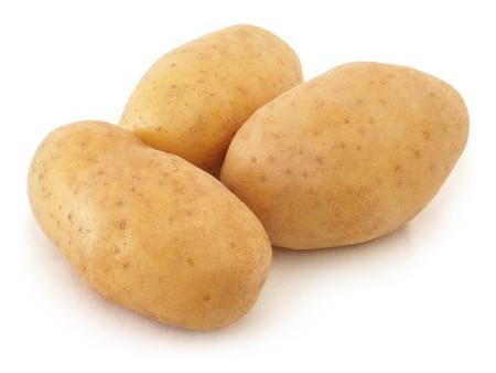 pure de papas: Tres de patatas en el fondo blanco de cerca disparar. Foto de archivo