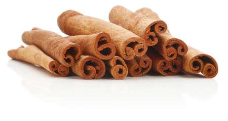 cinnamon bark: Cinnamon sticks spice isolated over white background