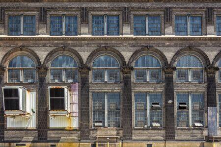 Edificio abandonado en Saint Lious, MO. Foto de archivo - 48777523