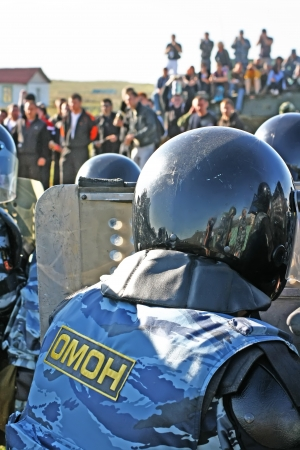 disperse: Russian police disperse demonstration Editorial