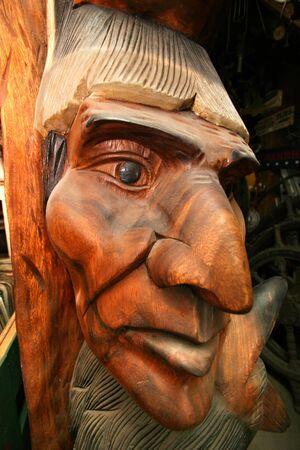 totem indien: Chef visage sculpt� dans le bois Banque d'images