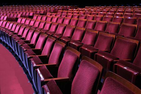 行き: 劇場の座席