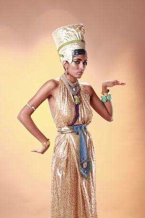 vestidos de epoca: Reina de Egipto en traje de fara�n Foto de archivo