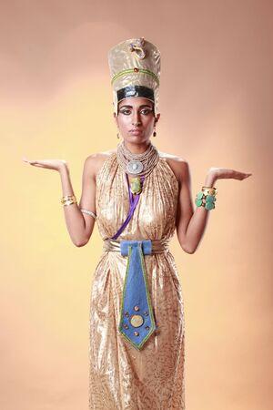 Regina egiziana in costume di faraone