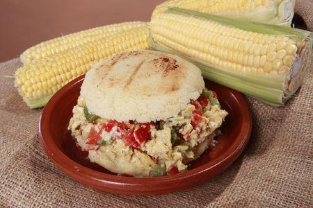 comida colombiana: Arepa perico criollo - criolla huevo revuelto ma�z Patri desde Am�rica del sur