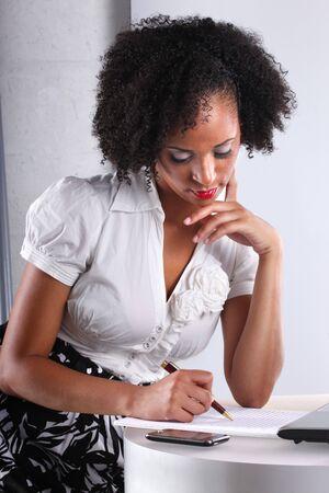 toma de decision: Gente real en Oficina de �l. Sobre el deber de lindo afro-latino.