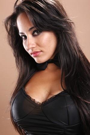 busty: Portret van een mooie brunette