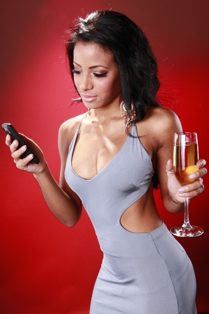 Mensajes de texto de linda chica Caribe acerca de su bebida Foto de archivo - 9572640