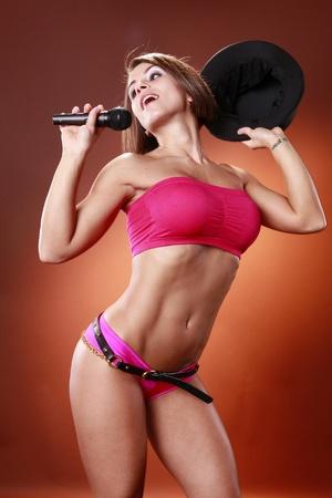 bikini top: Sexy performer