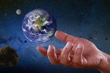 the universe: Concepto de manejo de planeta tierra Foto de archivo