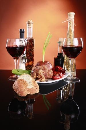 manjar: Estilo italiano de cola de buey con patatas al horno y pimiento rojo asado Foto de archivo