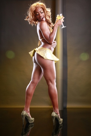 buttock: Chica dorada y el vino