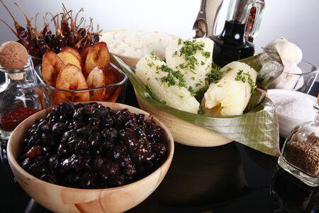 Engrapar lados latino, frijoles, pl�tanos y yuca Foto de archivo - 10824748