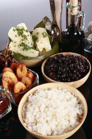 grapa: Engrapar lados latino, mandioca, arroz, pl�tanos y frijoles negros