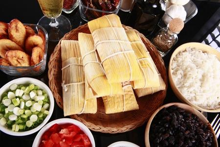 grapa: De primera necesidad lados latino, yuca, arroz, pl�tano y frijol negro Foto de archivo