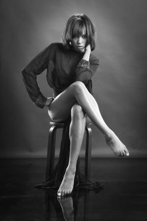 Preciosa afroamericano en negro Foto de archivo - 14025603
