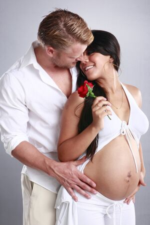 homme enceinte: Couple en appréciant la grossesse