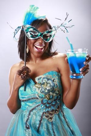 labios sexy: Muchacha de partido lindo y azul c�ctel Foto de archivo