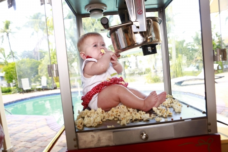 little baby popcorn machine Stock Photo - 18122699