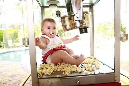 Fell in love with popcorn Stock Photo - 18122729