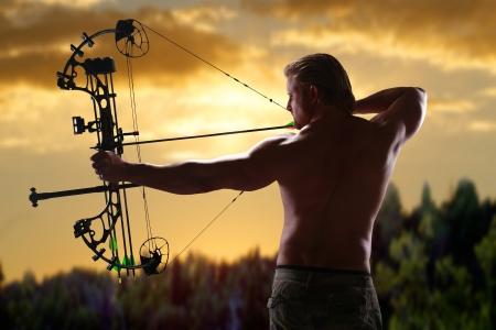 arc fleche: La chasse avec un arc � poulies Banque d'images