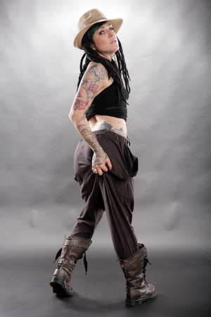 tatouage sexy: la mode mondiale avec une touche punk