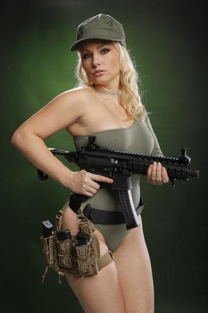 Blond baring a military machine gun