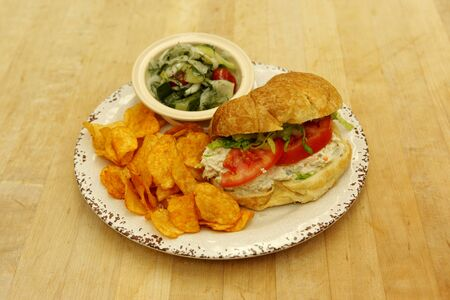 Tuna croissant with crunchy cucumber salad and chips