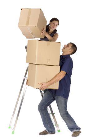 Mann und Frau (Arbeitnehmer) auf der Leiter mit Boxen
