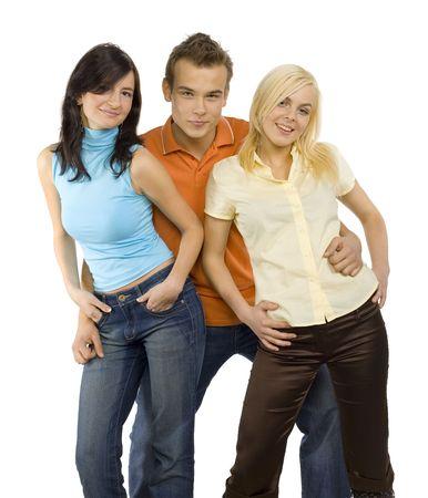 Tres personas de pie. Dos jóvenes mujeres y un hombre entre ellas. Están bailando. Aislado en blanco en estudio.  Foto de archivo - 856911