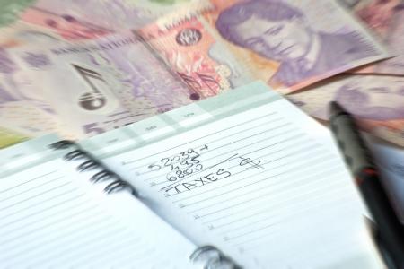Tagesordnung der Steuerberechnung mit Fremdw�hrung umgeben Lizenzfreie Bilder