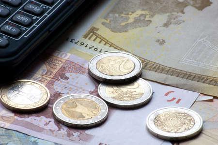 europ�ischen Banknoten und M�nzen mit Finanz-Taschenrechner Lizenzfreie Bilder