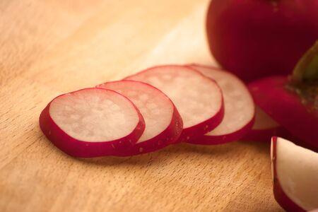 geschnittenen frischen Rettich bereit zum Verzehr