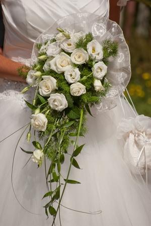 Hochzeit Szene mit Brautkleid und Blumenstrau� Lizenzfreie Bilder