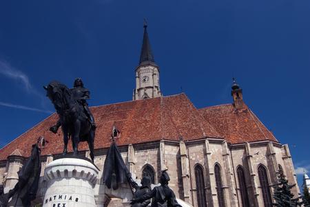katholische Kirche mit der Statue des rum�nischen Nationalhelden Mathias Rex Matei Corvin