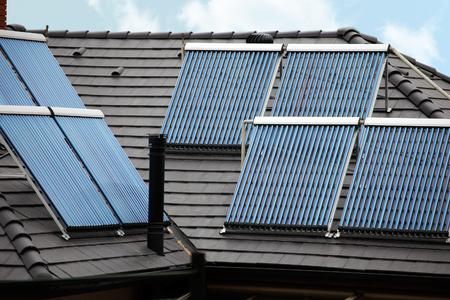 Thermorohre auf dem Dach Sonnenenergie